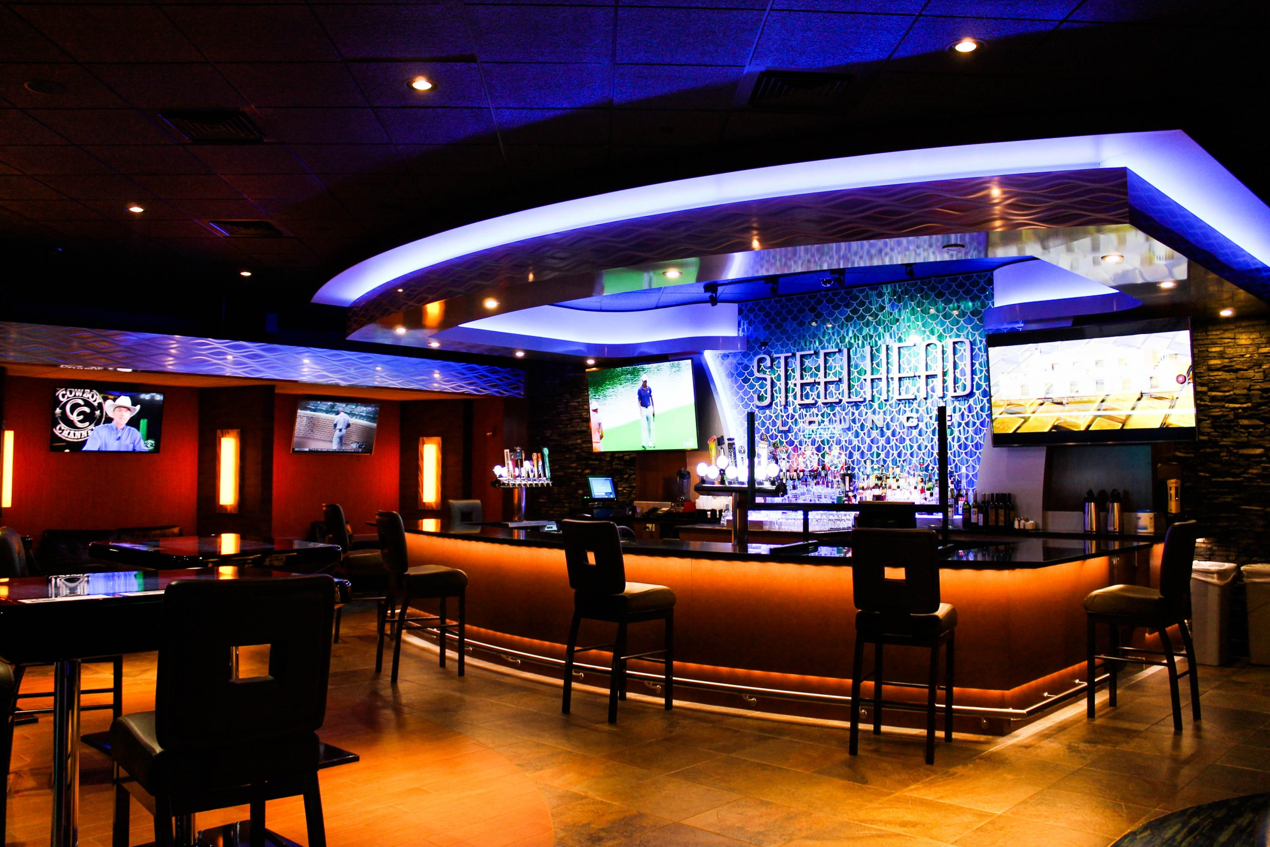 Steelhead Lounge inside Seven Feathers Casino Resort in Canyonville Oregon
